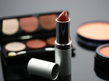 Raw pigments for cosmetics